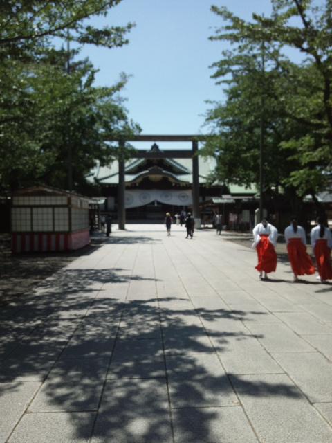靖国神社中門鳥居