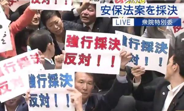 安保法案、強行採決に抗議4