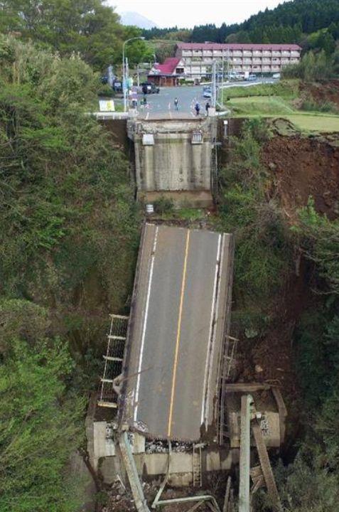 阿蘇大橋崩落2