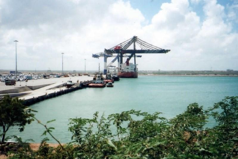 スリランカのハンバントタ港は中国の植民地になる?